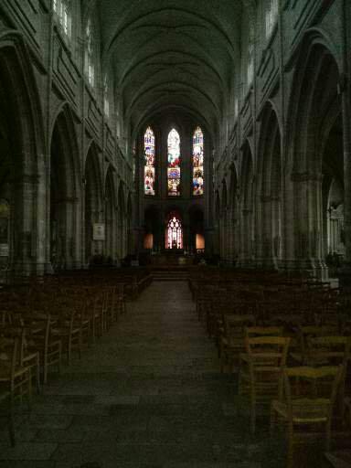 10-2_La_nef_de_la_cathedrale_de_Blois