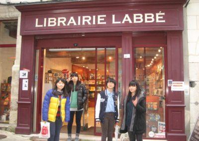 11-1_Devant_la_librairie_Labbe
